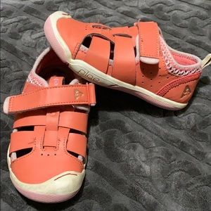 Toddler girl Plae shoes size 10.5